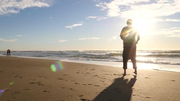 Thumbnail for Vater Spinnende Kind am Strand