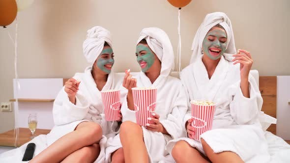 Cover Image for Girls Eating Popcorn in Bed After Shower.