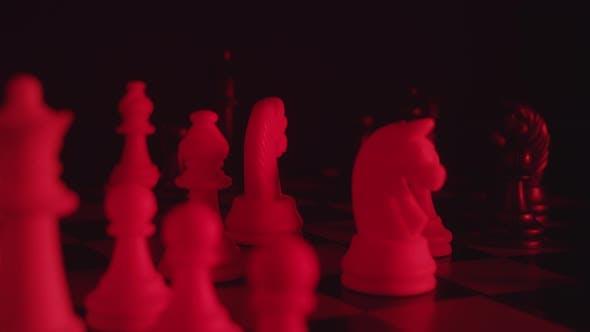 Thumbnail for Schachfiguren auf einem Schachbrett im Modestil