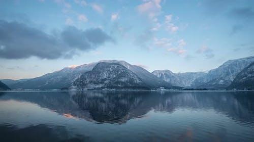 Zeitraffer der Berge am Hallstätter See