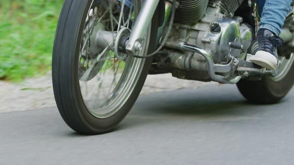 Thumbnail for La roue avant d'une moto