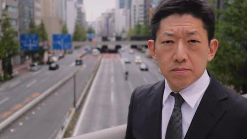 Porträt eines japanischen Geschäftsmannes in Tokio Japan