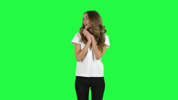 Cover Image for Very Surprised Girl with Shocked Wow Face Expression. Green Screen
