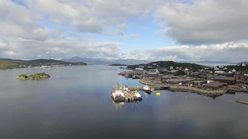 LuftVideo von einem Industriehafen in Schottland