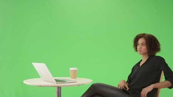 Cover Image for A millennial african American businesswoman on green screen