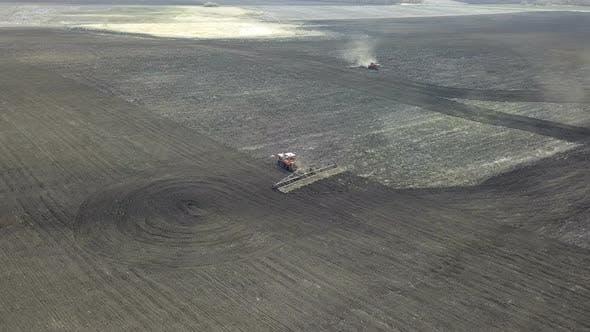 Kombinieren Sie Traktor auf Bodenbearbeitung