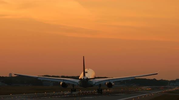 Thumbnail for Twin Engine Airplane Approach at Early Morning