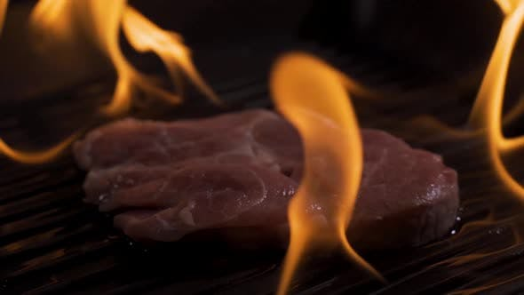 Cover Image for Close-Up Flaming Pan in Super Slow Motion