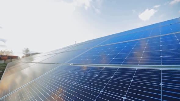 Photovoltaik-Panel, um saubere ökologische Energie aus der Sonne zu erhalten