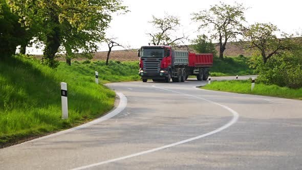 Cover Image for Truck Rides on a Winding Road