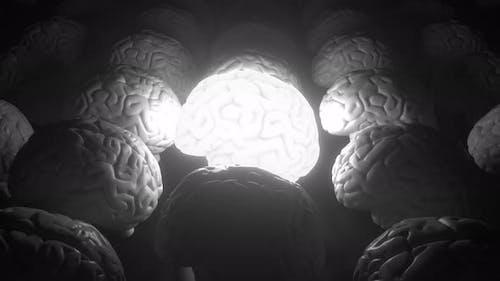 Leuchtendes menschliches Gehirn unter gewöhnlichen