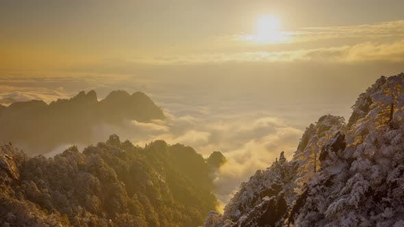 Thumbnail for Sunrise time lapse looking out over a sea of fog at the Yellow Mountains (Huangshan) in China