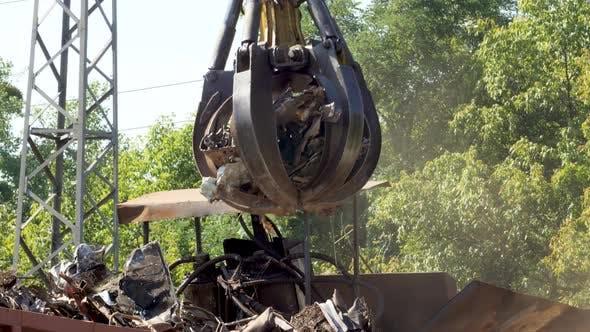Thumbnail for Video of Hydraulic Claw Manipulator Carrrying Old Metal Scrap and Loading It in High Pressure