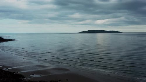 Filmmusik Luftaufnahme über die Strandlandschaft