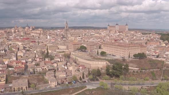 Luftaufnahme von Toledo an einem bewölkten Tag