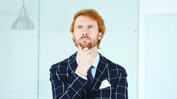 Thumbnail for Porträt von Denken nachdenklich junge redhead Geschäftsmann