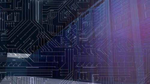 Mainframe-Computer-Racks und glühende Leiterplatte