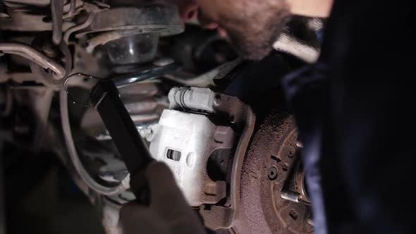Thumbnail for Fahrwerksprüfung während der Fahrzeugwartung