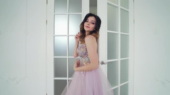 Beauty Portrait of Bride Wearing Fashion Wedding Dress