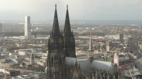 Cover Image for AERIAL: Towards Beautiful Cologne Cathedral with Central Train Station in Beautiful Hazy Sunlight