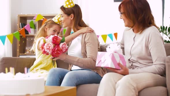 Cover Image for Daughter with Gift Box Greeting Mother on Birthday