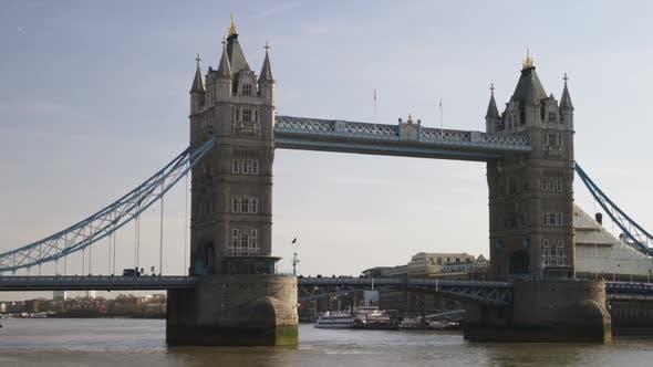 Pan of the Tower Bridge in London.
