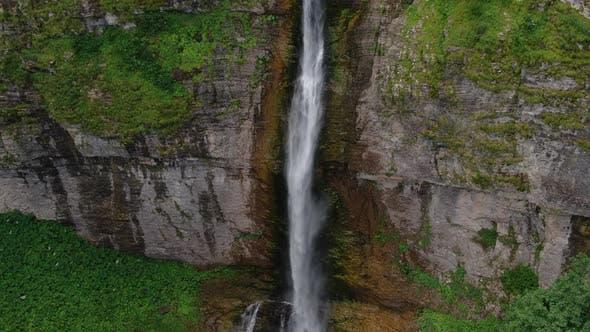 Thumbnail for Hoher Wasserfall im Dschungel