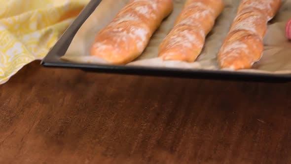 Thumbnail for Frisch gebackene französische Baguettes. Traditionelle französische Baguettes.