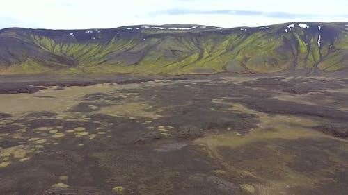 Fliegen über ein riesiges Vulkanplateau in Island