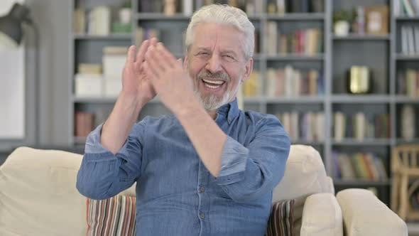 Thumbnail for Éxito anciano aplaudiendo