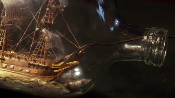 Cover Image for Vintage Ship in Glass Bottle.