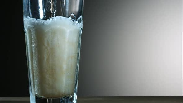Golden colored beer pouring in ultra slow motion 1500fps - CHICKEN WINGS PHANTOM