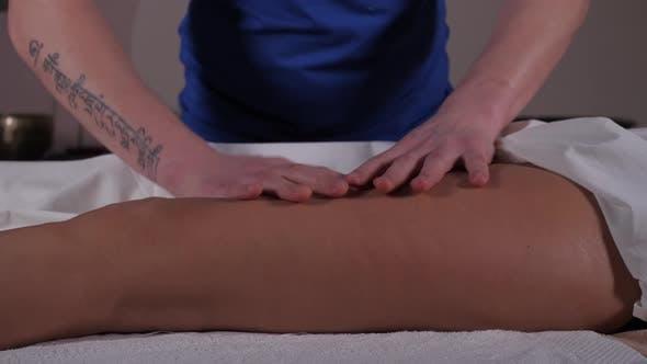 Thumbnail for Hände eines Massagetherapeuten