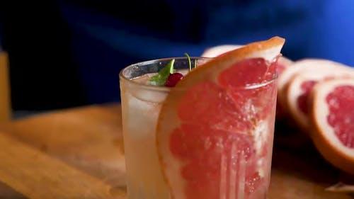 Grapefruit lemonade with ice