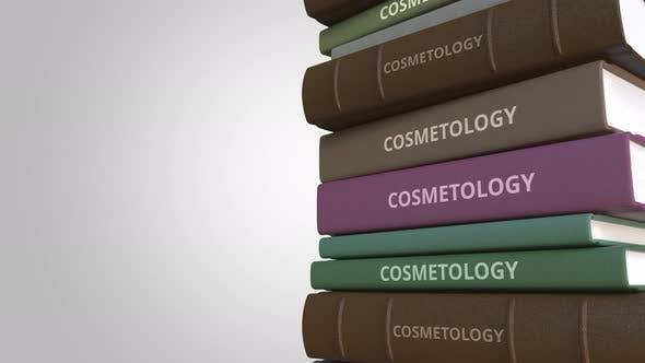Thumbnail for KOSMETOLOGIE Titel auf dem Bücherstapel