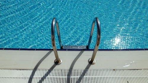 Haltestangen Leiter im Schwimmbad