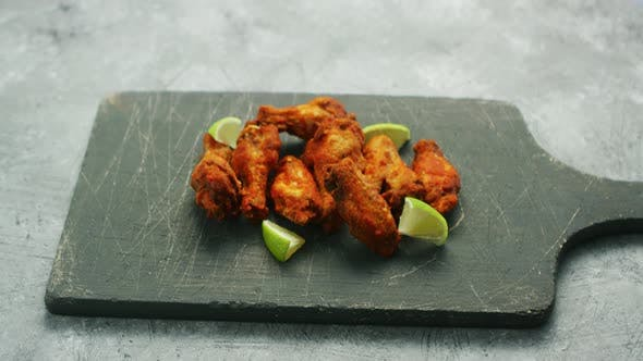 Chicken Wings with Lime Slices