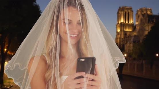 Thumbnail for wunderschöne Braut nehmen ein selfie in Paris