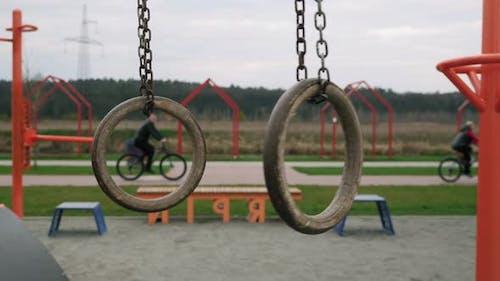 Swaying gymnastic rings