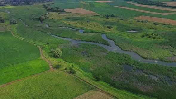 Thumbnail for Luftaufnahme Fluss und Feld