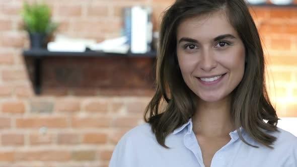 Thumbnail for Lächeln, Porträt von Lachen Schöne Mädchen