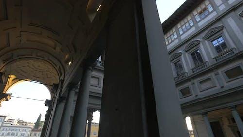 Ein gewölbter Korridor