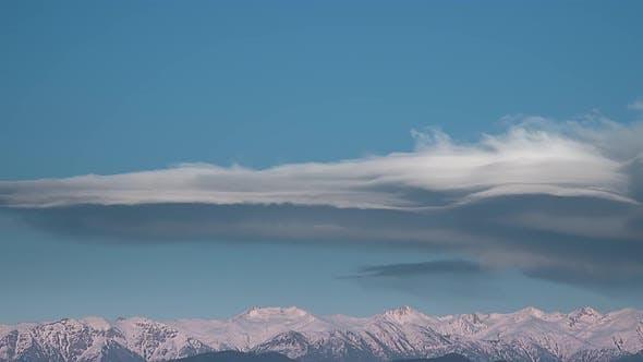 Thumbnail for Echte lange linsenförmige Wolke