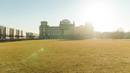 Early morning hyper lapse of the German Reichstag building, winter