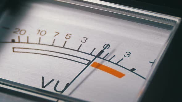 Thumbnail for Analoge Signalanzeige mit Pfeil. Messgerät des Audio ignals in Dezibel.
