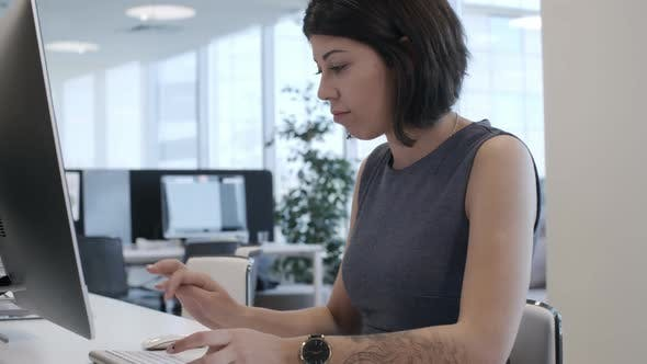 Cover Image for Lady Working on Computer in Office