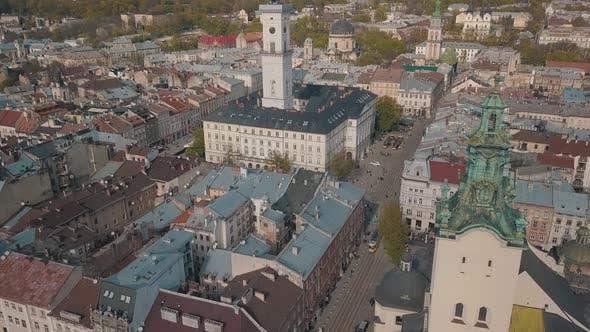Luftstadt Lviv, Ukraine. Europäische Stadt. Beliebte Gegenden der Stadt. Rathaus
