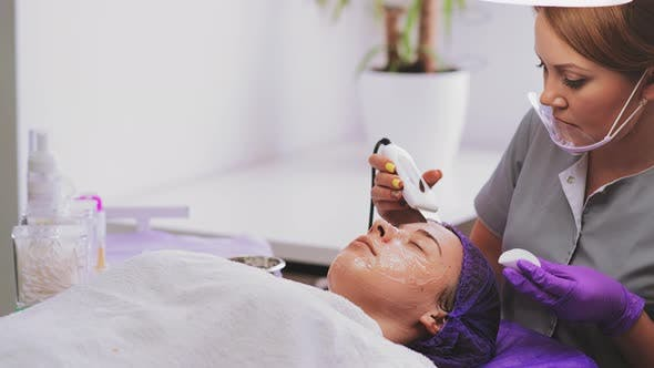 Thumbnail for Ultrasonic Face Cleaning Procedure