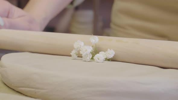 Thumbnail for Blumendruck auf rohem Ton