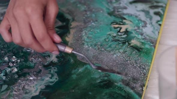 Thumbnail for Nahaufnahme des Zeichnens abstraktes Bild mit Palettenmesser